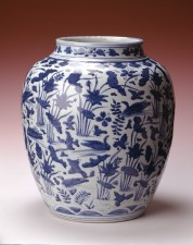 Wanli period blue and white jar with duck and lotus design