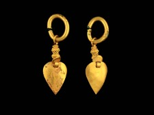 A PAIR OF GOLD LEAF EARRINGS